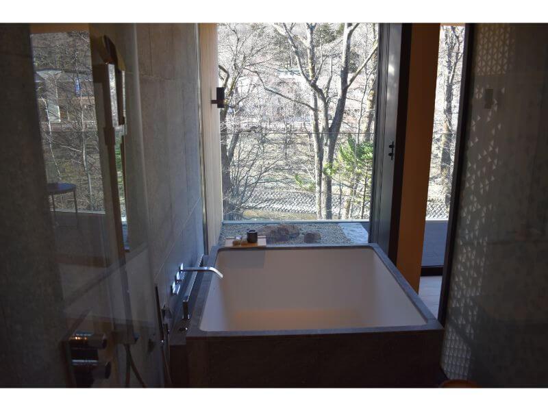客室の浴槽