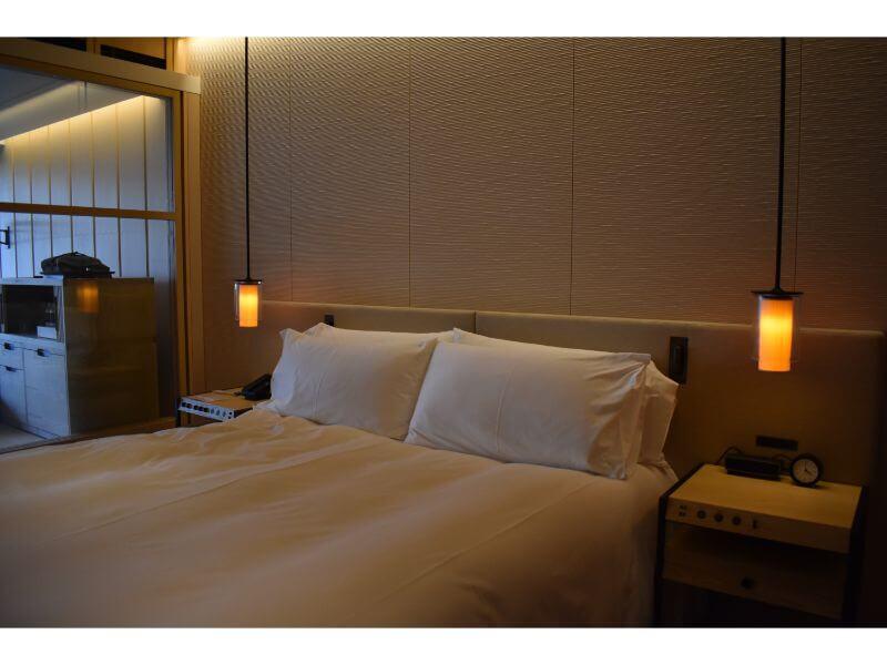 客室のベッド(キングベッド)