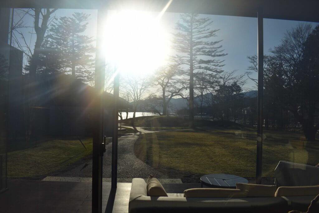 ロビーから見た中禅寺湖