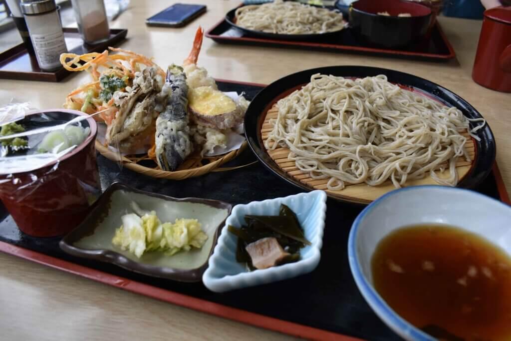かつらさんの天ぷらそばセット