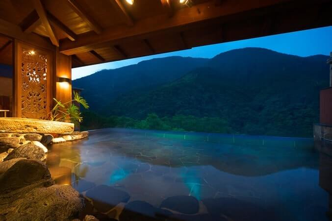 大浴場の露天風呂『月代』-min