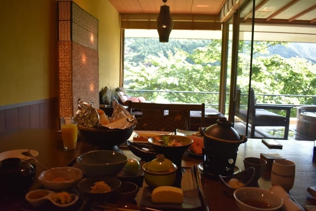 客室内の食事イメージ