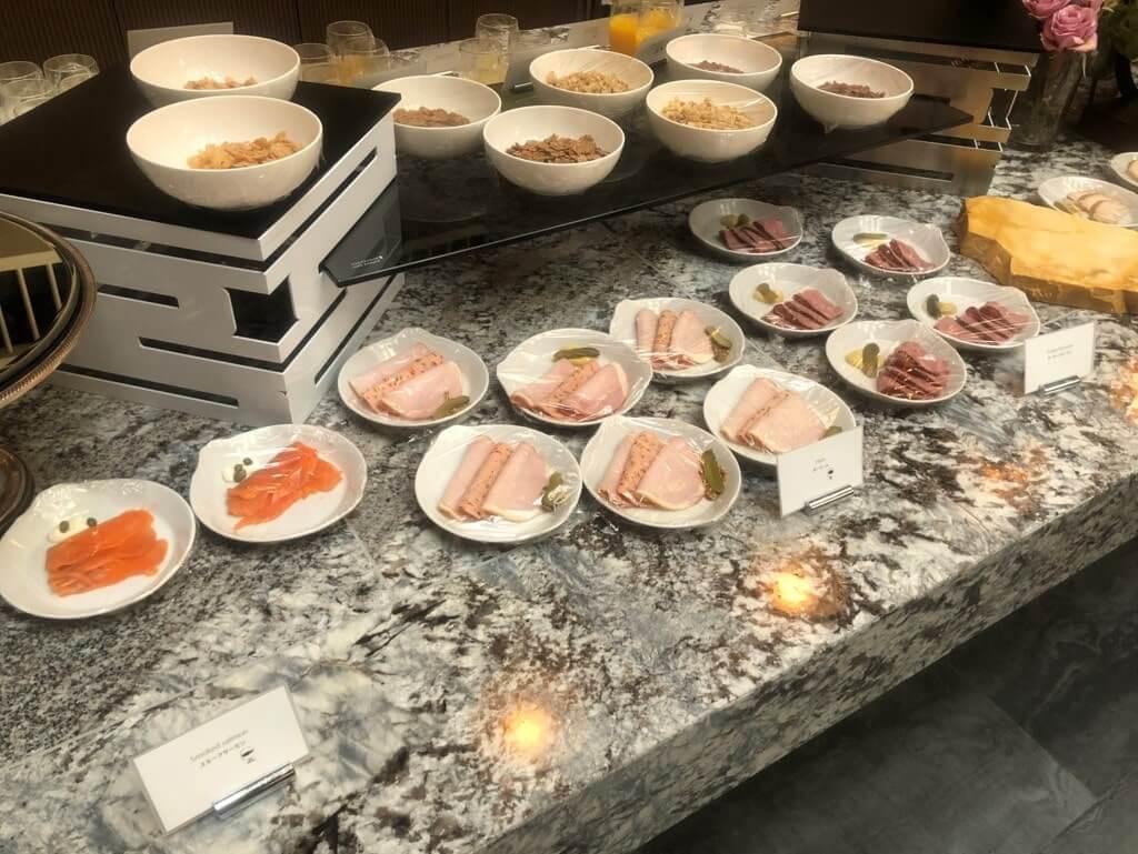 朝食のセルフ
