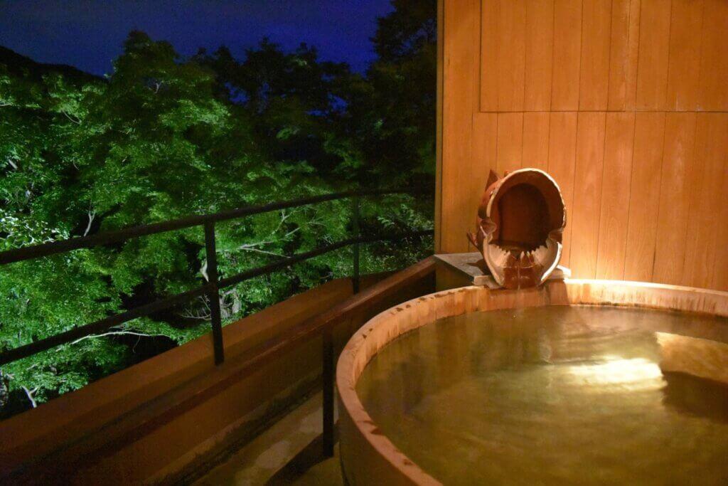 部屋の露天風呂(夜)