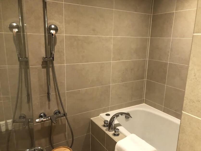 高輪花香路の和室C お風呂