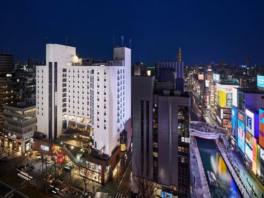 クロスホテル大阪外観