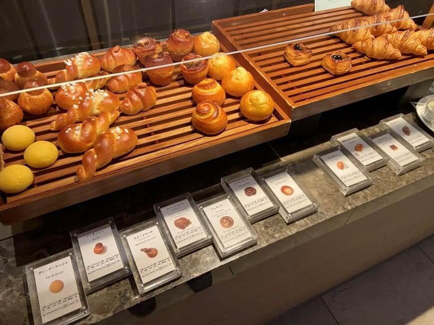 カメリア朝食のパン